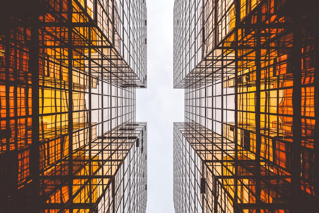 Szeroki wybór szklanych ścianek do biura