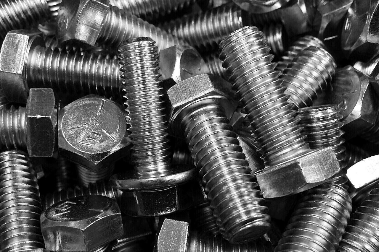 Śruby i wkręty najbardziej popularnym rodzajem elementów złącznych