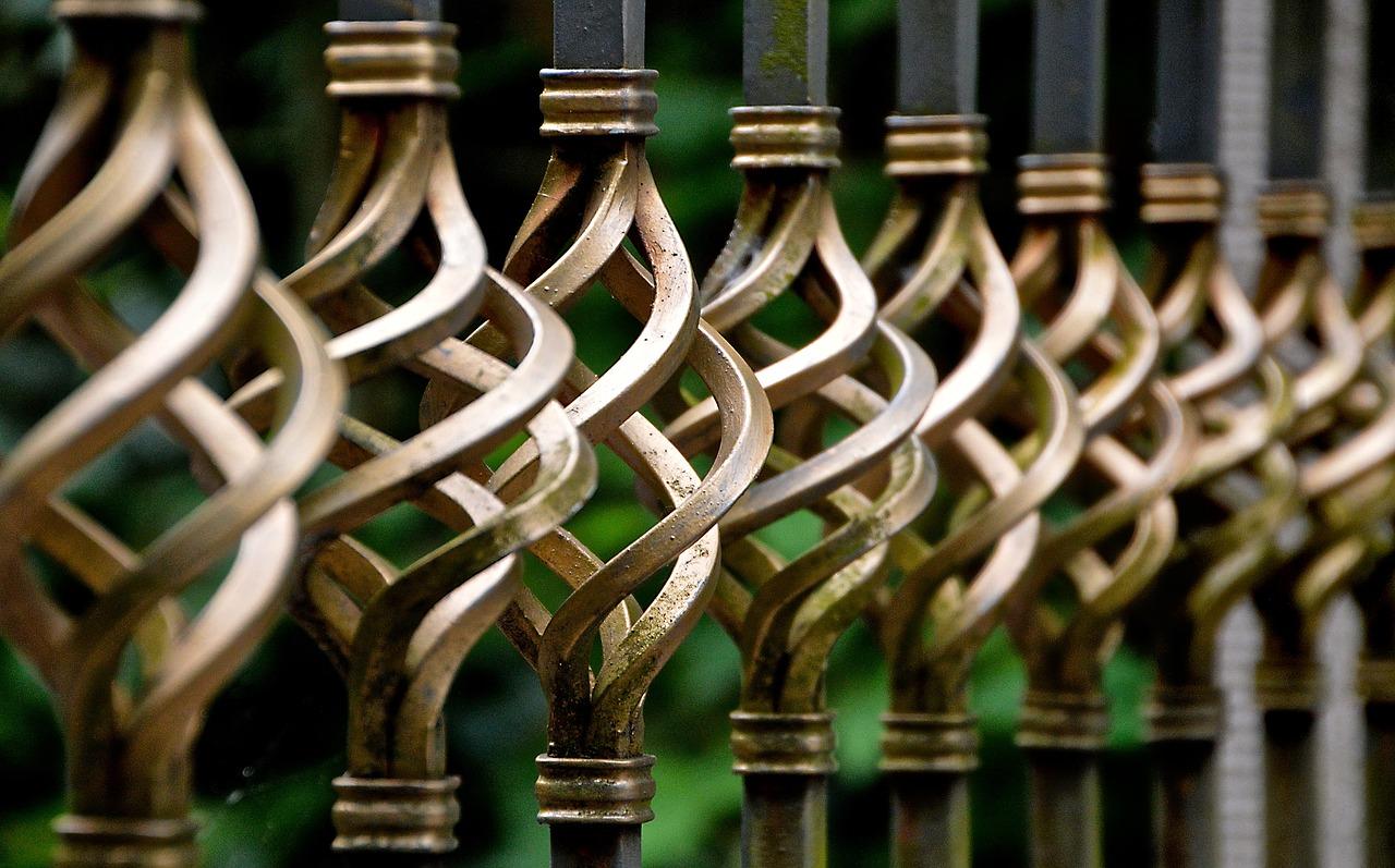 Brama w ogrodzeniu – jaką wybrać?