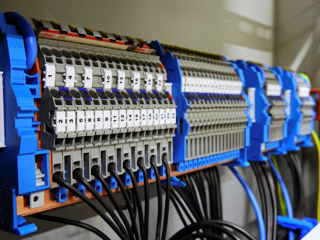 Obudowy urządzeń elektronicznych